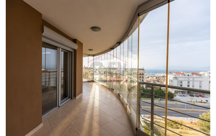 Penthouse apartment with marina view