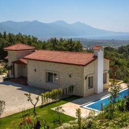 Farmhouse with seaviews in Sogucak